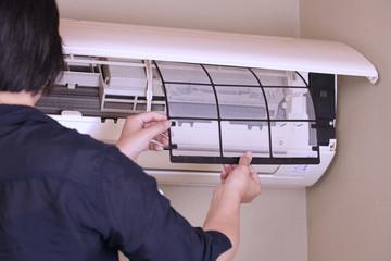 家庭用エアコンのフィルター掃除