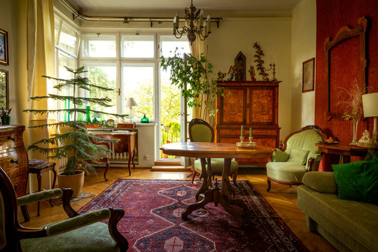 Living room full of antique furniture
