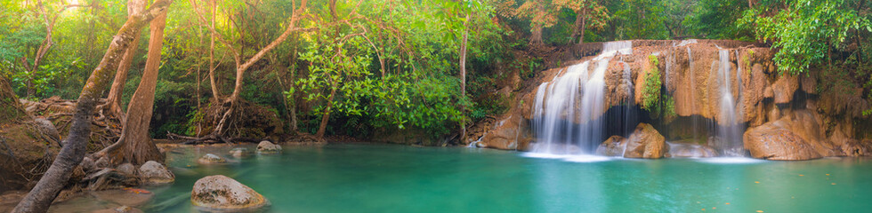 Photo sur Plexiglas Marron chocolat Beautiful waterfall at Erawan national park, Thailand