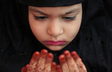 Muslim girl offers Eid al-Adha prayer at mosque in Chennai