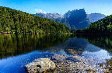 Fotobehang Alpen lake in the mountains