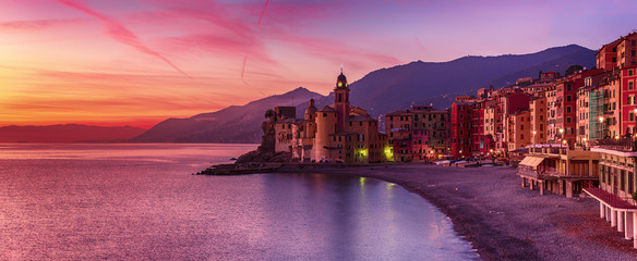 Papiers peints Aubergine Camogli city at sunset
