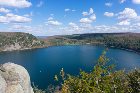 Devil's lake wisconsin sunny day from lookout