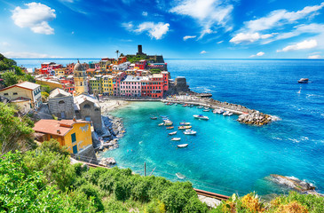 Famous city of Vernazza in Italy Fototapete