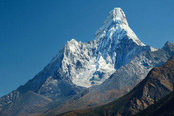 View on Ama Dablam montain in the Everest Region of the Himalayas, Nepal Fototapete