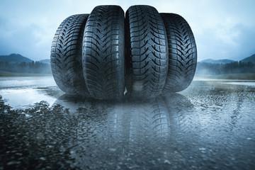 Autoreifen Auf nasser Fahrbahn
