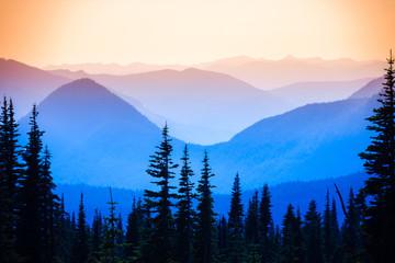 Fototapete - Hazy scenic view of mountain ranges in Mt. Rainier National Park.
