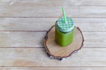 Detox zielony koktajl z zielonymi warzywami
