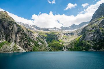 Gelmersee in den Schweizer Bergen an einem schönen Sommertag