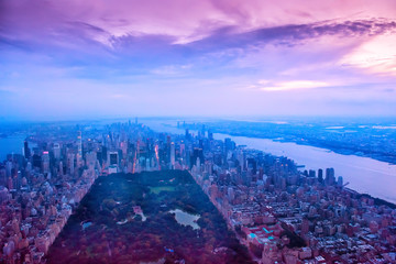 Fotobehang - Aerial view of New York city and central park. Dark photo in the evening.