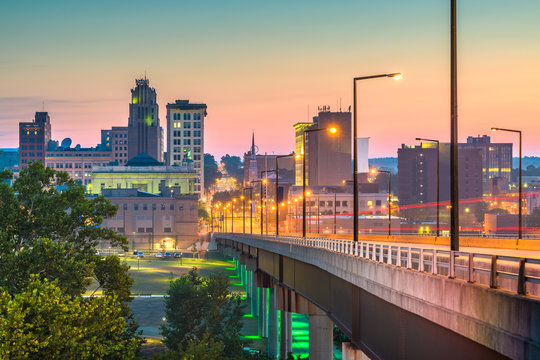 Youngstown, Ohio, USA Town Skyline