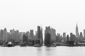 Fototapete - New York City midtown Manhattan skyline panorama view from Boulevard East Old Glory Park over Hudson River on a misty morning. Black and white image.