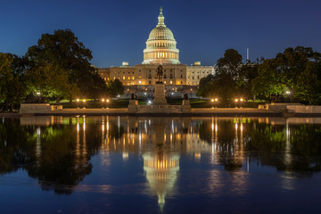 Fototapete - US Capitol building in Washington DC