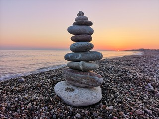 Papiers peints Zen pierres a sable stack of stones on the beach