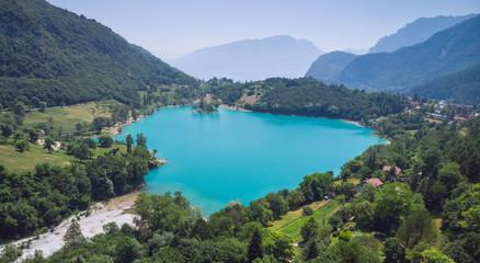 Fotobehang Kust Der türkisblaue Tennosee oberhalb des Gardasees in Italien