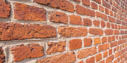 Hintergrund Mauer aus alten Ziegelsteinen perspektivisch closeup - Background wall from old bricks in perspective closeup