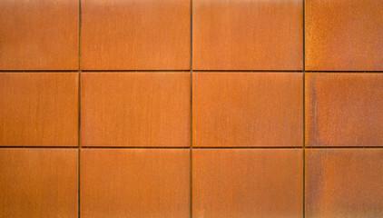 Hintergrund Fassadenplatten aus Eisenblech frontal mit Rost im Industrie Stil - Background facade panels made of sheet iron frontal with rust in the industrial style
