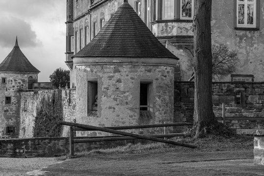 schwarz-weiß-HDR der Oststeite Burg Stettenfels