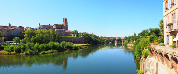panoramic view of the Sainte Cécile cathedral and Pont-Vieux (Old Bridge) on the river Tarn in Albi in Occitanie (South of France).