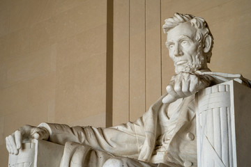 Close up of Abraham Lincoln at the Lincoln Memorial in Washington DC Fotomurales