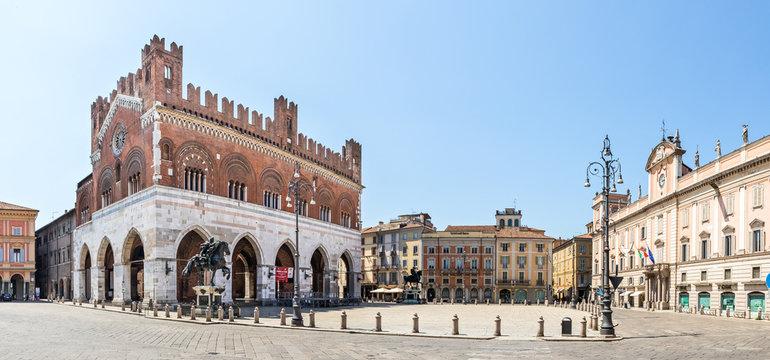 Piacenza Piazza del Cavalli