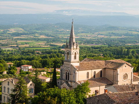 France, Provence, Bonnieux. The new church of Bonnieux as seen from above.