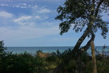 Urlaub an der Ostsee mit blauem Himmel