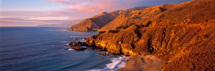 Fototapete - USA, California, Big Sur. Sunset casts a golden hue over the Coast Range near Big Sur, on Highway 1 in central California.