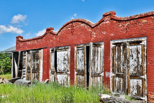 USA, Montana. Twin Bridges, Abandoned Building