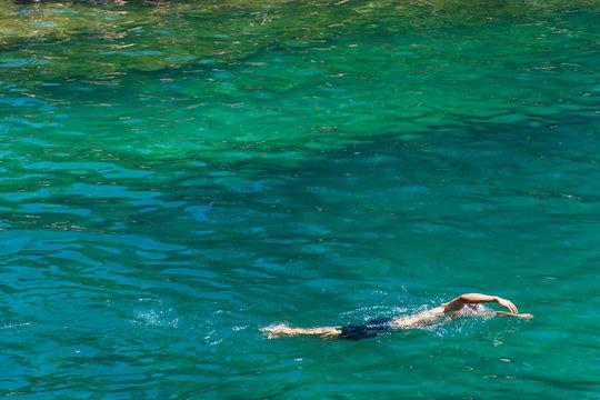 USA, Austin, Texas, Barton Springs Pool (Zilker Park), a famous spring-fed swimming hole.