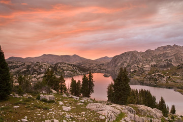 Foto op Plexiglas Candy roze USA, Wyoming, Bridger National Forest, Bridger Wilderness. Sunset over Island Lake.