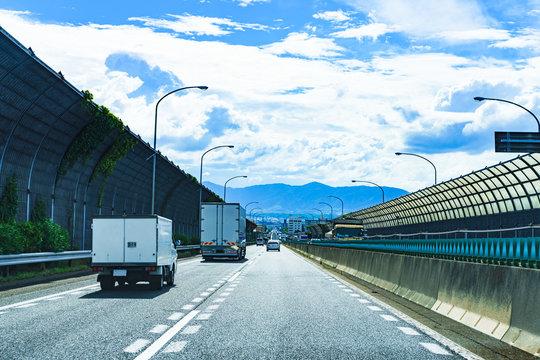 [交通イメージ] 夏休みにトラックと共に走った名神高速道路