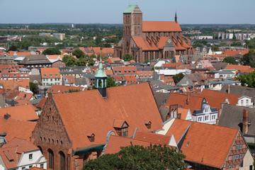 Blick über Altstadt Wismar bis zur Ostsee