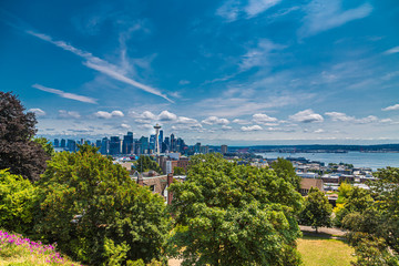 Fototapete - The Seattle Skyline in the Distance from Kerry Park