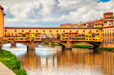 Fototapeten Florenz View of medieval stone bridge Ponte Vecchio over Arno river in Florence, Tuscany, Italy. Florence cityscape. Florence architecture and landmark.
