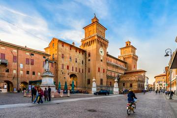 Castle Estense (Castello Estense) and piazza Savonarola and monumet to Savonarola in Ferrara, Emilia-Romagna, Italy. Ferrara is capital of the Province of Ferrara Fotomurales