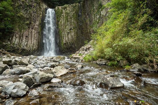 鹿目川の流れと鹿目の滝