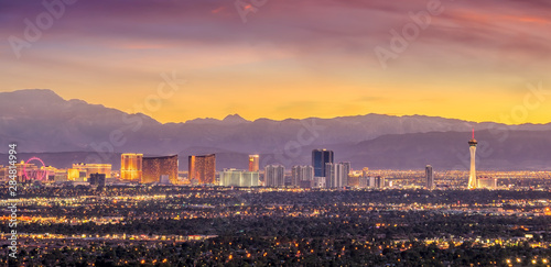 Fotomurales Panorama cityscape view of Las Vegas at sunset in Nevada