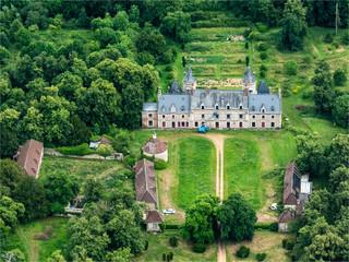 vue aérienne du château d'Escorpain dans l'Eure-et-Loir en France