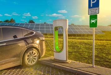 Ladestation Solar Stromtankstelle Elektrotankstelle Elektroauto Solaranlage Tanksäule Elektromobilität