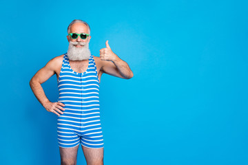 Portrait of his he nice attractive funky content cheerful cheery glad gray-haired man showing thumbup ad advert chill out isolated over bright vivid shine turquoise blue background Fototapete