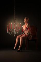 Frau mit Kerzen