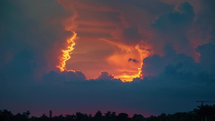 Fotobehang - Epic storm tropical clouds sunset in Miami, Florida. 4K UHD Timelapse.