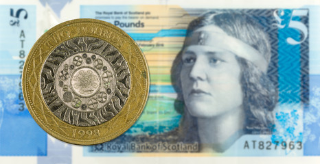 2 Pounds coin against 5 Pounds Sterling note issued by Royal Bank of Scotland reverse