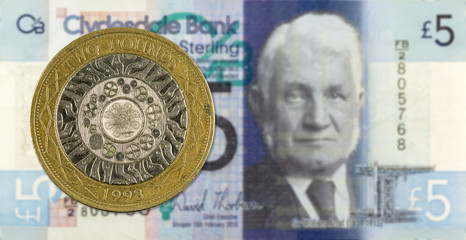 2 Pounds coin against 5 Pounds Sterling note issued by Clydesdale Bank PLC reverse