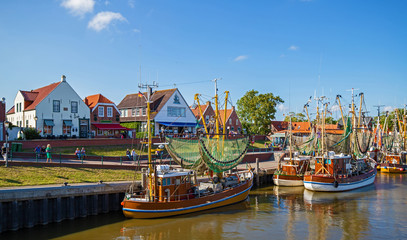 In de dag Noordzee Greetsiel Ostfriesland Hafen Kutter