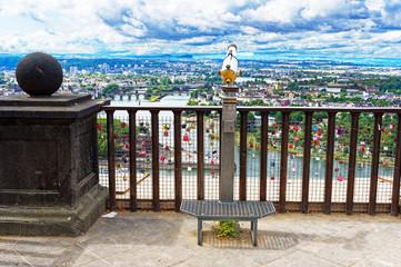 Deutsches Eck mit Blick von Festung Ehrenbreitstein in Koblenz mit Rhein und Mosel in Rheinland-Pfalz Oberes Mittelrheintal Deutschland Europa fotografiert am 2019.08.15