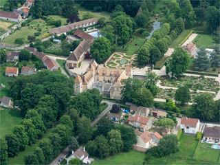vue aérienne du château de Corbeville dans les Yvelines en France