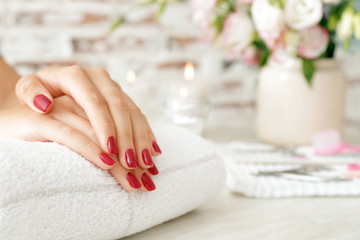 Foto op Canvas Manicure Woman with beautiful manicure in salon