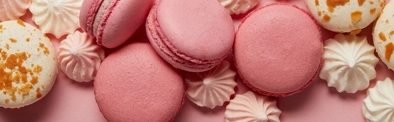 Foto op Textielframe Macarons Delicious assorted macaroons with small pink and white meringues on pink background